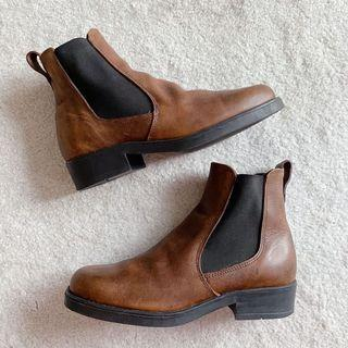 vintage roots brown chelsea heeled boots