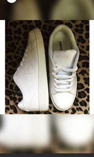 BRAND NEW CONVERSE SNEAKERS SIZE 8-9