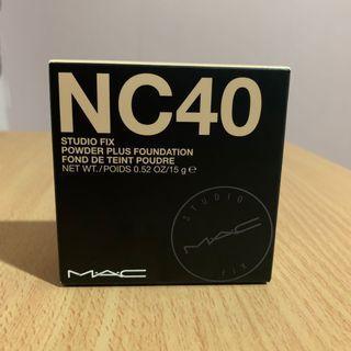 MAC Studio Fix Powder Plus Foundation NC40
