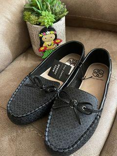 New Daisy Fuentes pretty loafers, ok for wide feet