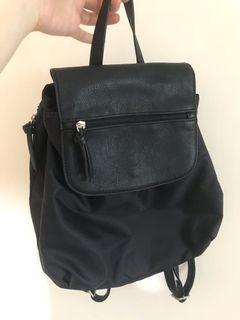 幾戶沒背過的黑色後背包
