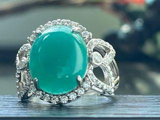 台灣藍寶戒指 4.3克拉 泛光帶藍綠 水頭好 放光料 無色點 自然光下拍照 ※ 個人收藏品 低價分享收藏 ※-393