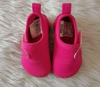 Light weight shoes