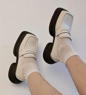 英倫風米白色方頭小皮鞋 英倫風個性皮鞋 厚底方頭鞋 百搭方頭皮鞋 百搭時尚小皮鞋 百搭厚底鞋 SH169