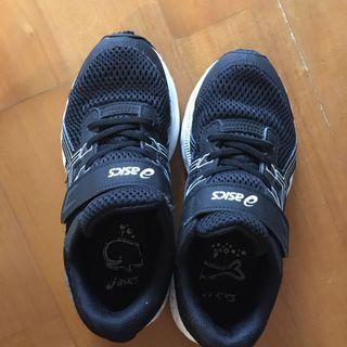 Size 33.5 ASICS black trainer 黑色波鞋