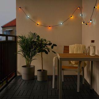 IKEA SOLVINDEN 戶外用電池式Led裝飾燈串/12個燈泡[彩色]