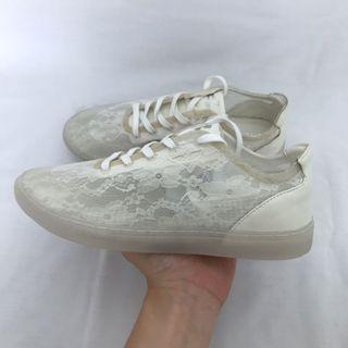 (LIMITED EDITION) Sneakon dazzling white not adidas nike vans converse
