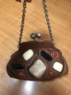 原價10000元FOSSIL厚皮革鑲寶石大容量珠扣手提包