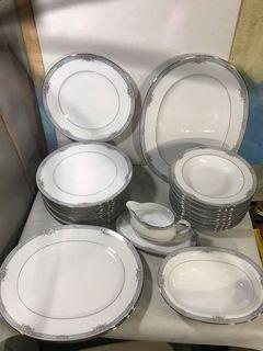 30 pcs Noritake Dinnerware set Ainsworth 4104