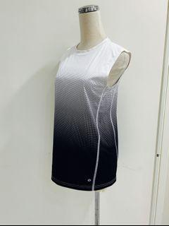 美購全新中性快乾長版無袖黑白漸層運動上衣.尺寸在圖內.