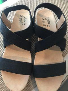 💯% Authentic Naturalizer Black Sandals in slight Wedge 😍😍😍