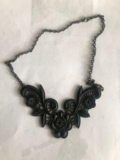Black Necklace Lacey, kalung rendang hitam