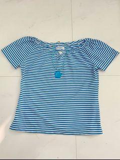 永遠的時尚!藍白條紋棉質彈性上衣.s.尺寸在圖中.項鍊不包括
