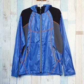 Jaket tipis olahraga