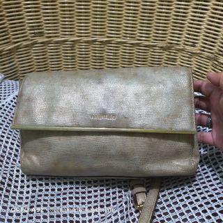 Vincis Bench Crossbody Bag