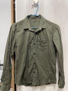 男軍綠襯衫
