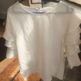 blouse putih lengan ruffle