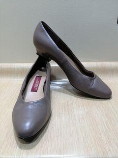 Easy Spirit Size 7.5 Women Leather Shoes