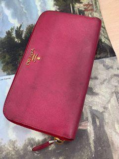 Prada正貨👍桃紅色拉鍊長皮夾,二手義大利購入🇮🇹