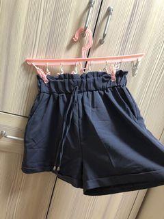 莫蘭迪灰藍色短褲