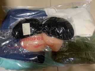 一堆衣服和胸貼(全部一起賣,買太多出清)