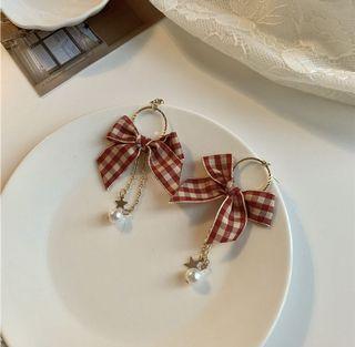 Bow style earrings