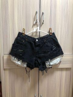 Levi's黑色牛仔短褲