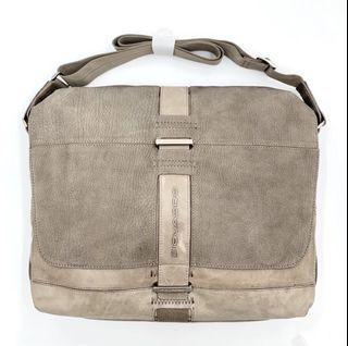 [展示品特價]義大利Piquadro全牛皮商務側背包