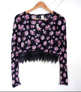 Super Cute! H&M Black and Pink Roses Cropped Sweater