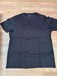 UNIQLO Black T-Shirt