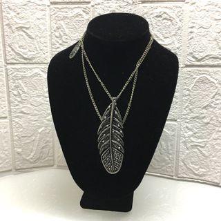 US Leaf Long Necklace