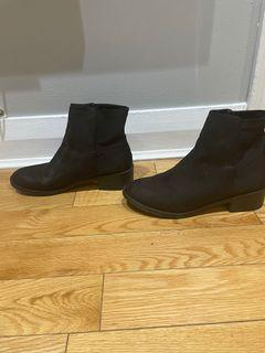 Black Suede Size 9 Boots with Rubber Grip