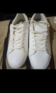 H&M男生小白鞋