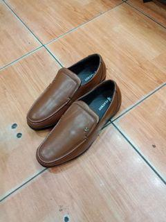 Play Boy Loafers tan size 42