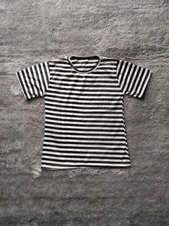 Preloved - Black & White Stripes Tshirt