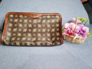 TOMARI Clutch Bag