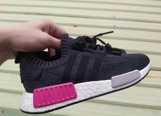 正品 Adidas NMD R1 boost 中底 桃紅 灰色 深灰 運動鞋 休閒鞋 BB2364