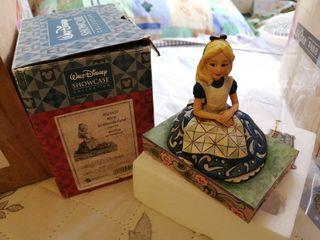Disney 迪士尼 愛麗絲 Alice in wonderland showcase awaiting an adventure 擺設 figure