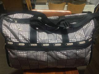 Lesportsac xl travel bag with keys