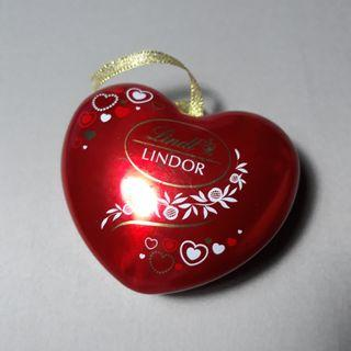 Lindt lindor empty red heart tin
