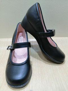 Seychelles Size 2 Girl Shoes