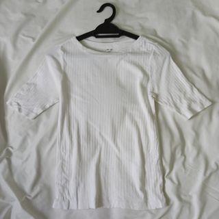 UNIQLO Ribbed T-shirt
