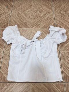 White puffed sleeves top thick fabric