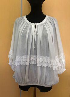 純白花邊七分袖上衣