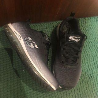 Sketchers shoes running