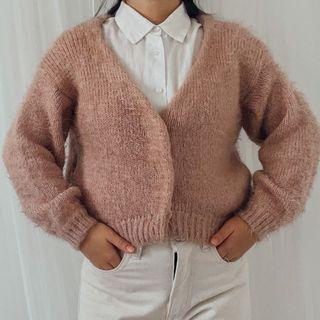 Cardigan fuzzy fur bulu dusty pink crop