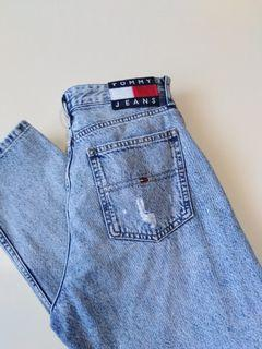 TOMMY HILFIGER Highwaisted Distressed Jeans