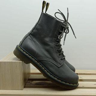 Bota coturno dr. martens 37  sepatu boots merk dr. marteens  warna dark grey  size 37
