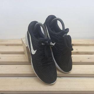 Nike black WMNS sneakers    sneakers wanita  merk nike  warna black panjang insole 23.5CM