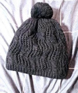 大童黑色針織毛球毛帽